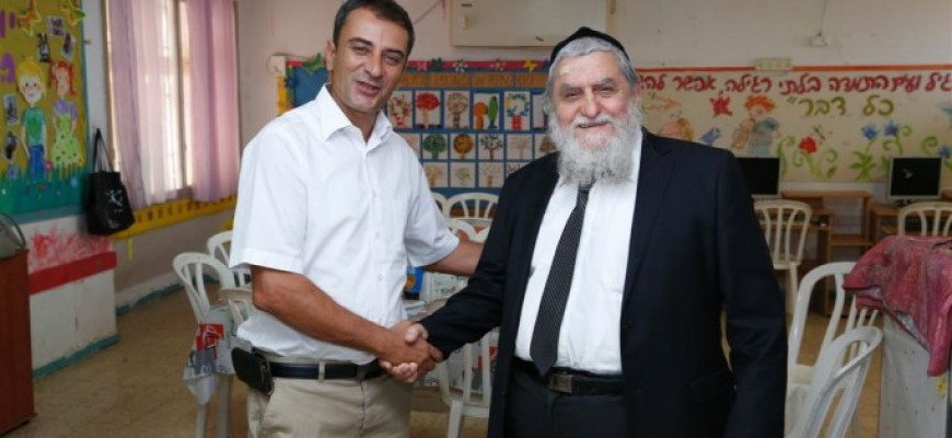 The Mayor of Tiberias and the Chairman of Chasdei Naomi in a Moving Visit