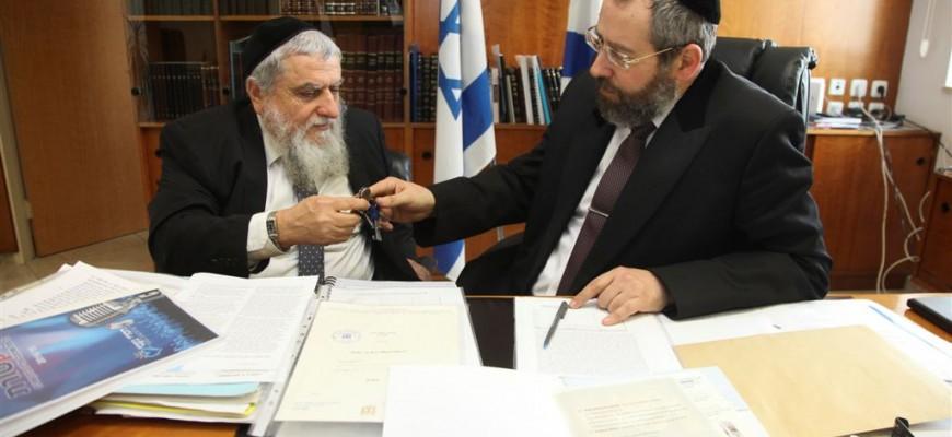 Chametz belonging to Chasdei Naomi was sold by Israel's Chief Rabbi, Rabbi David Lau, shlita