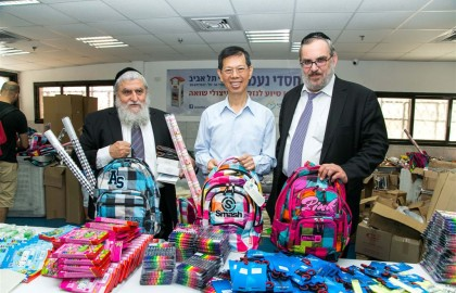 The Ambassador visited the logistics center in Tel Aviv and was greatly moved to see volunteers packing the schoolbags