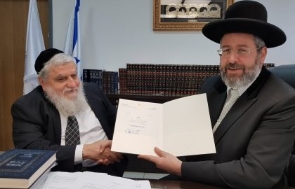 Rabbi Yosef Cohen, Chairman of Chasdei Naomi, arranged the sale of hametz to Israel's Chief Rabbi David Lau, Shlita