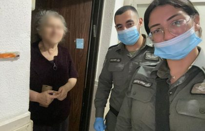 Israel Border Police with Chasdei-Naomi's Volunteers had arrived each elderly home to distribute Shvout dairy