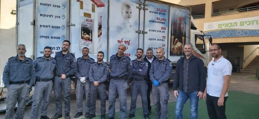 """Chasdei Naomi stimulates supporting for elderly and Holocaust survivors in cooperation with the Yasam forces 👮🏼♀️ and operates an emergency system for CoronaVirus """"Chesed Anytime"""" ⏱"""